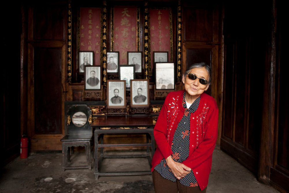 Li Kebei resides in her 160-year-old ancestral home, named Wanluozi, now a museum. In the mid 19th century, the Li family was the wealthiest family in western Yunnan province. Ms. Li boasts that she has relatives living in Myanmar, the United States, Japan, Singapore, Thailand, India, Indonesia, Vietnam, Hong Kong and Taiwan. She has lived in this home her entire life.