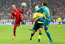19-11-2011 VOETBAL: FC BAYERN MUNCHEN - BORUSSIA DORTMUND: MUNCHEN<br /> Arjen Robben  im kampf mit Roman Weidenfeller<br /> ***NETHERLANDS ONLY***<br /> ©2011-FRH- NPH/Straubmeier