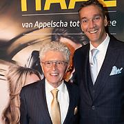 NLD/Amsterdam/20200123 - Premiere Haal Het Doek Maar Op, Jacques d'Ancona en Hans Langhout