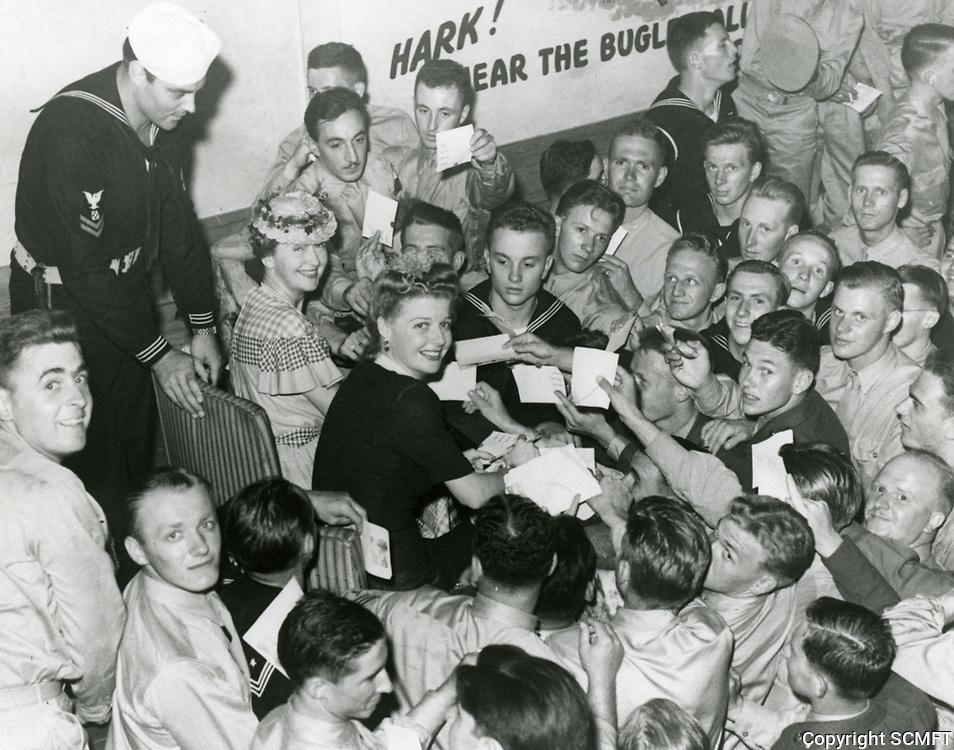 1943 Ann Sheridan & Hedda Hopper at Hollywood Canteen