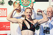Boxen: Universum Boxpromotion, Boxgala, Waage, Hamburg, 18.06.2021<br /> WBC-Youth-Weltmeisterschaft: Cheyenne Hanson (GER)<br /> © Torsten Helmke