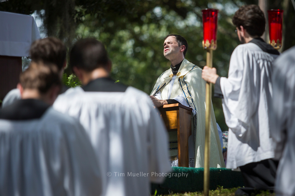 The 2017 Fete-Dieu du Teche Eucharistic Procession celebrates the 252nd anniversary of the arrival of the Catholic faith to Acadiana. Faithful from throughout south Louisiana began the celebration with the Feast of the Assumption at a French Mass at St. Leo's Catholic Church in Leonville. The Fete-Dieu du Teche continued with a boat procession which carried the Eucharist to Catholic churches along Bayou Teche.