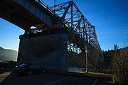 USA, Oregon, Cascade Locks, Columbia Gorge National Scenic Area, Bridge of the Gods.