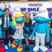 NLD/Amsterdam/20170318 - première De Smurfen en het Verloren Dorp, Keees Tol, Pip Pellens, Johnny de Mol en smurfen