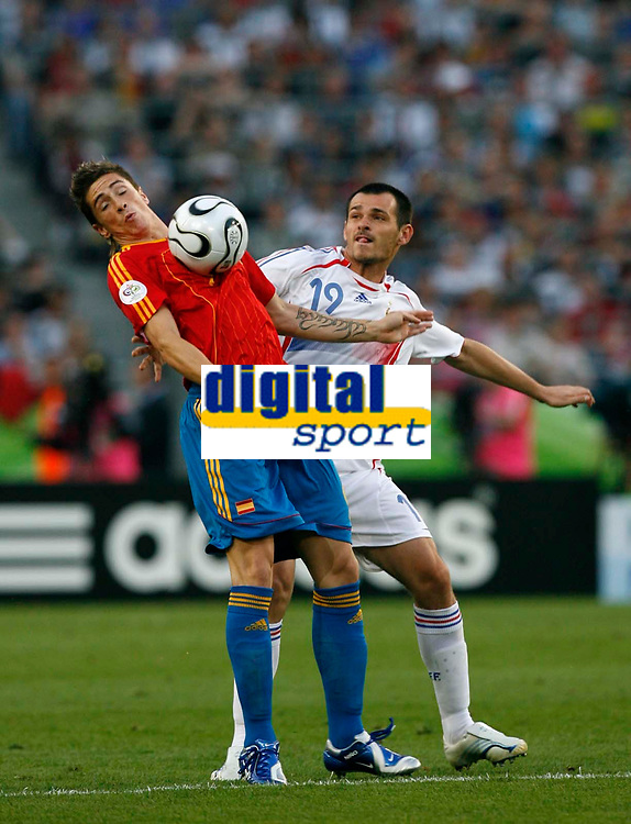 Photo: Glyn Thomas.<br />Spain v France. Round 2, FIFA World Cup 2006. 27/06/2006.<br /> France's Willy Sagnol (R) and Spain's Fernando Torres.