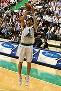 DESCRIZIONE : Siena Lega A1 2006-07 Montepaschi Siena Armani Jeans Milano<br /> GIOCATORE : Carraretto<br /> SQUADRA : Montepaschi Siena <br /> EVENTO : Campionato Lega A1 2006-2007 <br /> GARA : Montepaschi Siena Armani Jeans Milano<br /> DATA : 25/04/2007 <br /> CATEGORIA : Tiro<br /> SPORT : Pallacanestro <br /> AUTORE : Agenzia Ciamillo-Castoria/G.Ciamillo