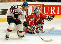 ◊Copyright:<br />GEPA pictures<br />◊Photographer:<br />Franz Gruber<br />◊Name:<br />Palffy<br />◊Rubric:<br />Sport<br />◊Type:<br />Eishockey<br />◊Event:<br />IIHF Eishockey WM 2005, Slowakei vs Weissrussland, SVK vs BLR<br />◊Site:<br />WIEN, Austria<br />◊Date:<br />30/04/05<br />◊Description:<br />Zigmund Palffy (SVK), Andrei Mezin (BLR)<br />◊Archive:<br />DCSFG-3004054242<br />◊RegDate:<br />30.04.2005<br />◊Note:<br />9 MB - BG/BK - Nutzungshinweis: Es gelten unsere Allgemeinen Geschaeftsbedingungen (AGB) bzw. Sondervereinbarungen in schriftlicher Form. Die AGB finden Sie auf www.GEPA-pictures.com. Use of pictures only according to written agreements or to our business terms as shown on our website www.GEPA-pictures.com