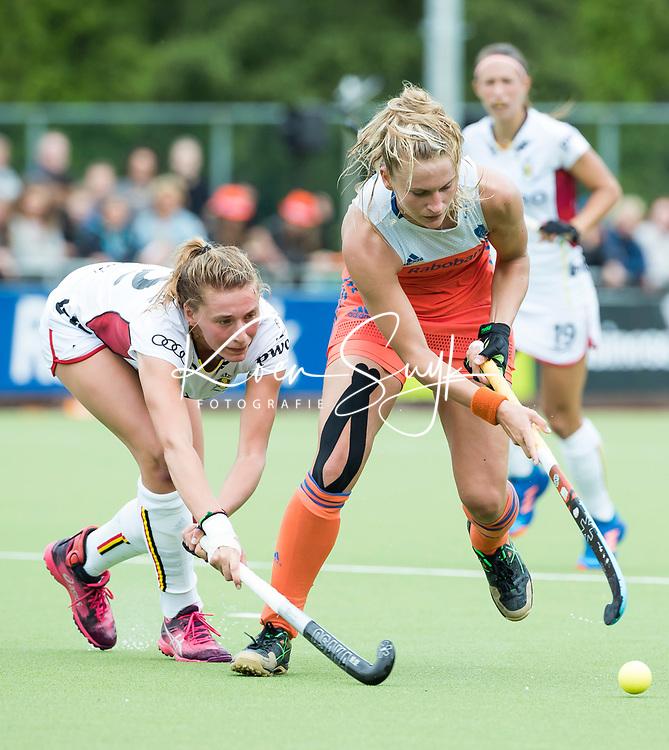 SCHIEDAM - Laurien Leurink (Ned) met  Stephanie VANDEN BORRE (Bel)   tijdens een oefenwedstrijd tussen  de dames van Nederland en Belgie , in aanloop naar het  EK Hockey, eind augustus in Amstelveen. COPYRIGHT KOEN SUYK