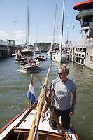 AMSTERDAM - MODEL RELEASED - met broer Dick Suijk.  Boten in de Oranje Sluizen . ANP COPYRIGHT KOEN SUYK