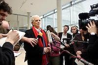 24 JAN 2006, BERLIN/GERMANY:<br /> Hans-Christian Stroebele, B90/Gruene, Stellv. Fraktionsvorsitzender, waehrend einem Pressestatement, vor Beginn der Fraktionssitzung von B90/Gruene, Deutscher Bundestag <br /> IMAGE: 20060124-01-009<br /> KEYWORDS: Journalist, Mikrofon, microphone, Kamera, Camera, Hans-Christian Ströbele
