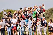 10-09-2016 Foto's van het KLM Open 2016, gehouden op The Dutch in Spijk van 8 t/m 11 september.<br /> Foto: Publiek volgt bal.
