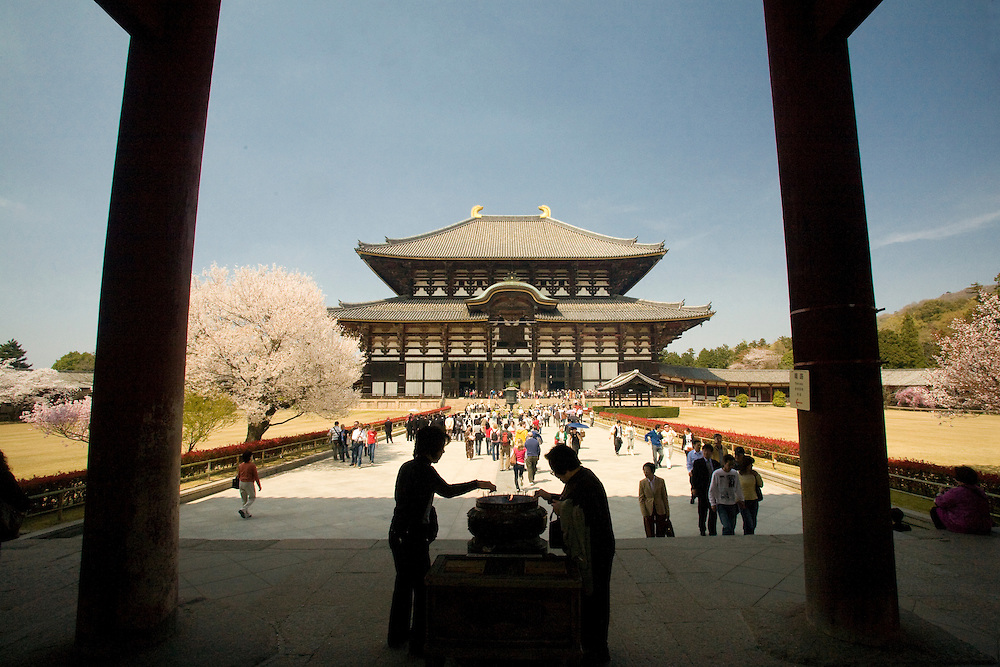 Asia, Japan, Honshu island, Nara, tourists and worshippers at entrance to Great Buddha Hall (Daibutsuden), in the Todaiji Temple complex.  Constructed in 752 and rebuilt in 1692, it is the largest wooden building in the world and a U.N. World Heritage Site