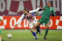Fotball<br /> Play Off EM 2004<br /> Kroatia v Slovenia<br /> 15.11.2003<br /> Foto: Digitalsport<br /> Norway Only<br /> <br /> FOOTBALL - EURO 2004 - PLAYOFF QUALIFICATIONS - 031115 - CROAYIA v SLOVENIA - DADO PRSO (CRO) / MILENKO ACIMOVIC (SLO) - PHOTO LAURENT BAHEUX