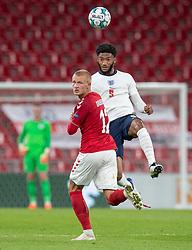 Kasper Dolberg (Danmark) og Joe Gomez (England) under UEFA Nations League kampen mellem Danmark og England den 8. september 2020 i Parken, København (Foto: Claus Birch).
