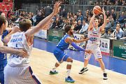 DESCRIZIONE : Cantu, Lega A 2015-16 Acqua Vitasnella Cantu' Enel Brindisi<br /> GIOCATORE : Brad Heslip<br /> CATEGORIA : Tecnica<br /> SQUADRA : Acqua Vitasnella Cantu'<br /> EVENTO : Campionato Lega A 2015-2016<br /> GARA : Acqua Vitasnella Cantu' Enel Brindisi<br /> DATA : 31/10/2015<br /> SPORT : Pallacanestro <br /> AUTORE : Agenzia Ciamillo-Castoria/I.Mancini<br /> Galleria : Lega Basket A 2015-2016  <br /> Fotonotizia : Cantu'  Lega A 2015-16 Acqua Vitasnella Cantu'  Enel Brindisi<br /> Predefinita :