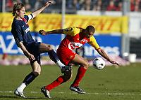 Fotball<br /> Le Mans v Paris St. Germain<br /> 13. mars 2004<br /> Foto: Digitalsport<br /> Norway Only<br /> <br /> FREDERIC DEHU (PSG) / DANIEL COUSIN (MANS)  *** Local Caption *** 40001081