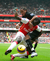 Photo: Tom Dulat/Sportsbeat Images.<br /> <br /> Arsenal v Manchester United. The FA Barclays Premiership. 03/11/2007.<br /> <br /> Kolo Toure of Arsenal and Anderson of Manchester United with the ball.