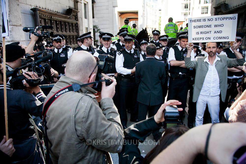 A run for the Patornoster Square and the London Stock Exchnage is stopped by police.