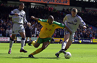 Fotball<br /> England<br /> Foto: Fotosports/Digitalsport<br /> NORWAY ONLY<br /> <br /> NORWICH CITY V WOLVERHAMPTON WANDERERS<br /> 28/04/02 NATIONWIDE DIVISION ONE<br /> DAVID NIELSEN (NORWICH) GUNNAR HALLE (R) AND JOLEON LESCOTT (WOLVES)