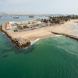 Vista aérea da cidade Luanda, capital de Angola. A ilha de Luanda. Ponto Final.