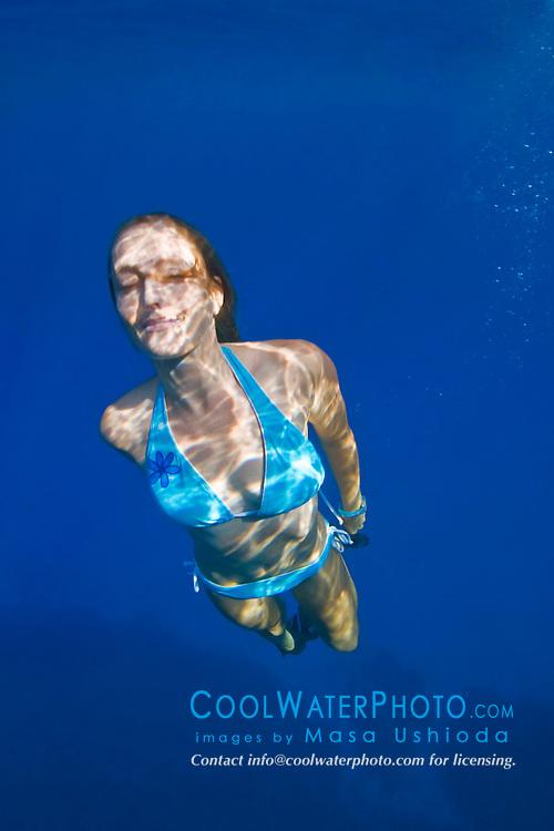 Woman free diving, Kealakekua Bay, Big Island, Hawaii, Pacific Ocean.