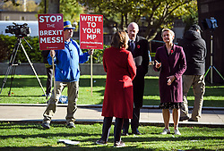 © Licensed to London News Pictures. 29/10/2018. London, UK. An anti-Brexit campaigner stands behind Conservative MP DAMIAN GREEN and Labour MP YVETTE COOPER during a television interview, on the day that Chancellor Philip Hammond will present his Budget to Parliament. This will be the last budget before the UK is due to exit the European Union in March of 2019. Photo credit: Ben Cawthra/LNP