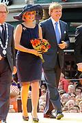 Zijne Majesteit Koning Willem Alexander en Hare Majesteit Koningin Máxima bezoeken de provincie Noord-Brabant <br /> <br /> His Majesty King Willem Alexander and Máxima Her Majesty Queen visits the province of Noord-Brabant<br /> <br /> Op de foto / On the photo:   Aankomst van de Koning en Koningin op de Markt. Start van het  cultureel programma en optreden van Guus Meeuwis<br /> <br /> <br /> Arrival of the King and Queen on the market. Start of cultural programs and activities Guus Meeuwis