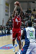 DESCRIZIONE : Milano Lega A1 2005-06 Roseto Basket Armani Jeans Milano <br /> GIOCATORE : Shumpert <br /> SQUADRA : Armani Jeans Milano <br /> EVENTO : Campionato Lega A1 2005-2006 <br /> GARA : Roseto Basket Armani Jeans Milano <br /> DATA : 26/02/2006 <br /> CATEGORIA : Tiro <br /> SPORT : Pallacanestro <br /> AUTORE : Agenzia Ciamillo-Castoria/G.Ciamillo
