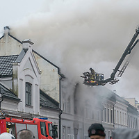 Kristiansand  20170330.<br /> Flere personer ble skadd i en brann i en bygård i Tollbodgaten i Kristiansand torsdag morgen.<br /> Foto: Tor Erik Schrøder / NTB scanpix