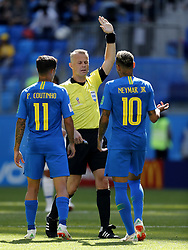 (l-r) Philippe Coutinho of Brazil, referee Bjorn Kuipers, Neymar of Brazil during the 2018 FIFA World Cup Russia group E match between Brazil and Costa Rica at the Saint Petersburg Stadium on June 22, 2018 in Saint Petersburg, Russia.