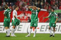 Fotball<br /> Bundesliga Tyskland<br /> Foto: Witters/Digitalsport<br /> NORWAY ONLY<br /> <br /> 18.08.2006<br /> Enttaeuschung Gladbach v.l. Eugen Polanski, Kahe, Oliver Neuville <br /> <br /> Bundesliga 1. FC Nürnberg - Borussia Mönchengladbach