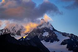 THEMENBILD - Wolken leuchten im letzten Abendlicht um den Gipfel des Grossglockner (3798 m ü. A.). Kals, Österreich am Sonntag den 5. Juli 2020 // Clouds shine in the last evening around the summit of the Grossglockner (3798 m above sea level). Kals, Austria on Sunday, July 5, 2020. EXPA Pictures © 2020, PhotoCredit: EXPA/ Johann Groder