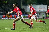 Fotball<br /> Premier League 2004/05<br /> Charlton v Everton<br /> 28. desember 2004<br /> Foto: Digitalsport<br /> NORWAY ONLY<br /> Charlton Athletic's Talal El Karkouri celebrates the opening goal, chased by team mate Matt Holland