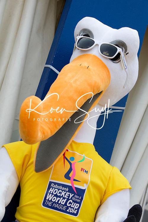 DEN HAAG - Stockey met zonnebril. Rabobank World Cup Hockey 2014 . COPYRIGHT KOEN SUYK