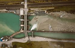 THEMENBILD - die Wehranlage Högmoos staut das Wasser der Salzach zum Antrieb der Turbinen des Flusskraftwerkes Schwarzach auf, aufgenommen am 4. Dezember 2018 in Taxenbach, Österreich // the Weir Högmoos collects the water of the Salzach river for the turbines of the river power plant Schwarzach, Taxenbach, Austria on 2018/12/04. EXPA Pictures © 2018, PhotoCredit: EXPA/ JFK