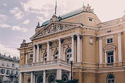 """THEMENBILD - das kroatische Nationaltheater in Rijeka wurde nach dem Komponisten und Dirigenten """"Ivan Zajc"""" benannt, aufgenommen am 13. August 2019 in Rijeka, Kroatien // The Croatian National Theatre in Rijeka was named after the composer and conductor """"Ivan Zajc"""", in Rijeka, Croatia on 2019/08/13. EXPA Pictures © 2019, PhotoCredit: EXPA/Stefanie Oberhauser"""