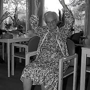 NLD/Huizen/19910930 - Bejaardengym met 90 jarige Mw. Groen in de Bolder Huizen