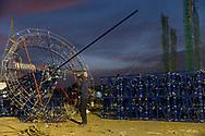 Un pirotécnico instala cohetes en la sección de un castillo. / A pyrotechnist  assembles a section of a pyrotechnic castle in Tultepec, Mexico.