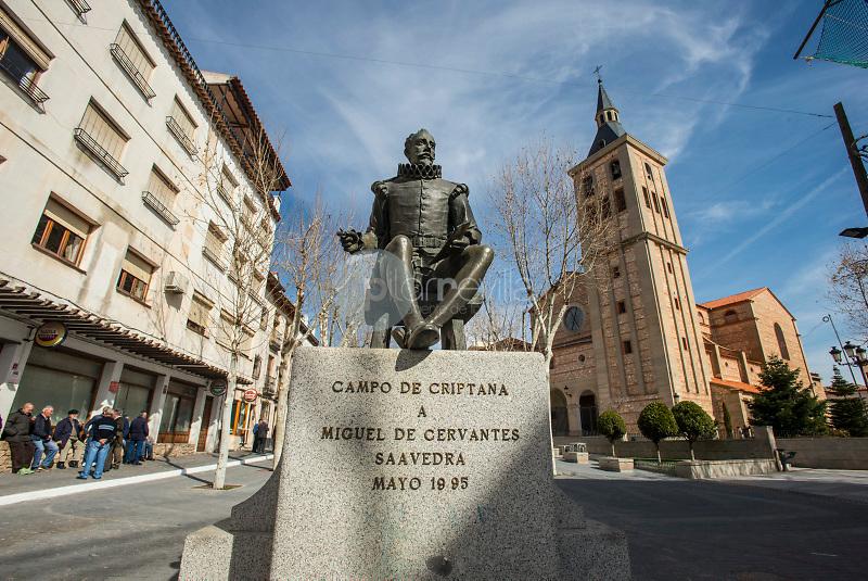 Iglesia de Campo de Criptana y molinos de viento. Ruta de Don Qujiote. Ciudad Real. ©ANTONIO REAL HURTADO / PILAR REVILLA