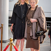 NLD/Enschede/20150318 - Prinses Beatrix en Prinses Mabel aanwezig bij uitreiking Prins Friso ingenieursprijs , Prinses Beatrix en Prinses Mabel