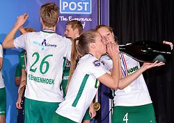 11-04-2015 NED: PKC SWKgroep - TOP Quoratio, Rotterdam<br /> Korfbal Leaguefinale in een volgepakt Ahoy wordt gewonnen door PKC met 22-21 /  Suzanne Struik en Lara Boonstoppel