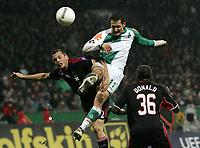 Fotball<br /> 14.02.2007<br /> Foto: Witters/Digitalsport<br /> NORWAY ONLY<br /> <br /> v.l. John Heitinga, Miroslav Klose Werder, Donald Mitchell<br /> Fussball UEFA-Cup Hinspiel SV Werder Bremen - Ajax Amsterdam 3:0