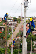 Conselheiro Lafaiete_MG, Brasil...Operarios trabalhando na eletrificacao rural no Programa Luz para todos em Conselheiro Lafaiete...Workers working in the rural electrification, for Luz para Todos program, in Conselheiro Lafaiete...FOTO: LEO DRUMOND / NITRO