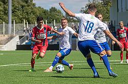 Elijah Just (FC Helsingør) presser sig forbi Frederik Krabbe (HIK) under træningskampen mellem FC Helsingør og HIK den 1. august 2020 på Helsingør Ny Stadion (Foto: Claus Birch).