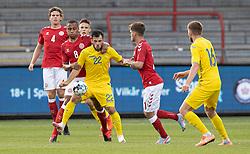 Nikolas Nartey (Danmark) og Serhiy Buletsa (Ukraine) under U21 EM2021 Kvalifikationskampen mellem Danmark og Ukraine den 4. september 2020 på Aalborg Stadion (Foto: Claus Birch).