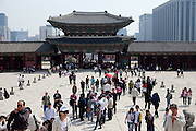 The Gwanghwamun of Gyeongbokgung Palace, the main royal palace of Joseon Dynasty in Seoul, South Korea, Republic of Korea, KOR, 25 April 2010.