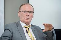 """18 AMY 2017, BERLIN/GERMANY:<br /> Jochen Homann, Praesident der Bundesnetzagentur, Veranstaltung des Wirtschaftsforums der SPD """"Netzausbaualternativen"""", EnBW Hauptstadtrepräsentanz<br /> IMAGE: 20170518-01-126"""