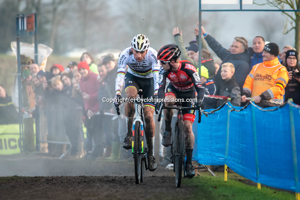 2019-12-27 Cycling: dvv verzekeringen trofee: Loenhout: It's just about to happen, Mathieu van der Poel caught Eli Iserbyt