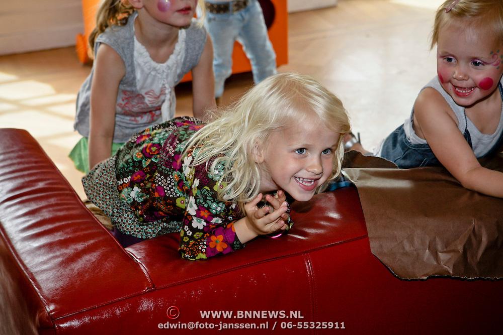 NLD/Oudekerk a/d Amstel/20080618 - Boekpresentatie Vivianne Ewbank, dochter Day