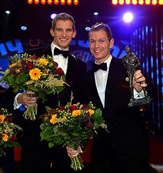 17-12-2013 ALGEMEEN: SPORTGALA NOC NSF 2013: AMSTERDAM<br /> In de Amsterdamse RAI vindt het traditionele NOC NSF Sportgala weer plaats.(L-R) Winnaars Robert Meeuwsen en Alexander Brouwer met hun trofeeen tijdens het NOC*NSF sportgala 2013<br /> ©2013-FotoHoogendoorn.nl